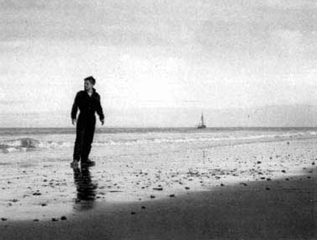 Francois Truffaut's 'The 400 Blows' ('Les 400 coups'), a classic in the history of cinema, features the misunderstood Antoine Doinel (Jean-Pierre Léaud) and ends with Antoine running away, and running a very long distance, to the ocean.