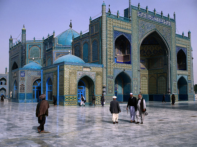 From Enlightenment to fanaticism: Mazar-i-Sharif's Blue Mosque, origin of Friday's massacre. (© Arslan Zahid)