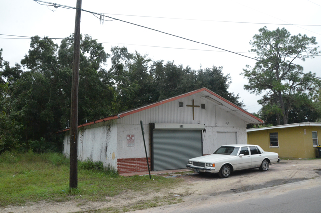 The building at the center of the controversy, on East Booe Street in South Bunnell. (© FlaglerLive)