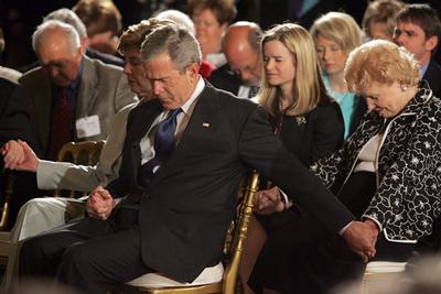 Bush praying national day of prayer white house 2005