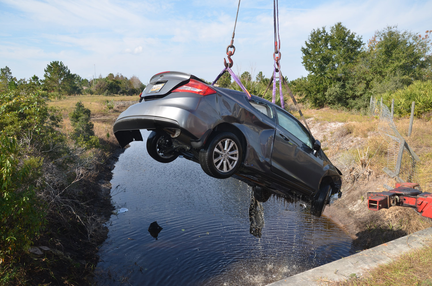 Car Dives Into A Pond Off I 95 In Spectacular 2 Vehicle Wreck Hurting Two