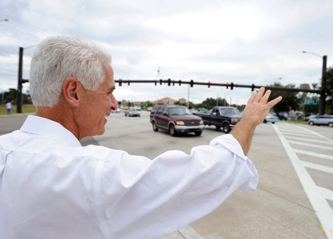 Charlie Crist is still cruising.