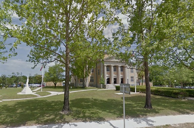 The Confederate flag flies near the white monument to the left, in front of the Walton County Courthouse. (Google)