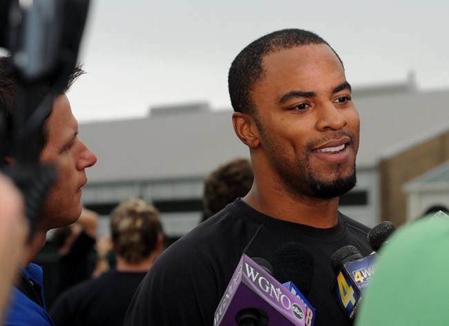Darren Sharper at a New Orleans Saints practice in 2011. (Wikimedia Commons)