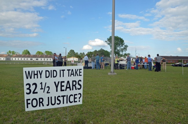 Supporters of Florida's death penalty demonstrated at the execution of Larry Eugene Mann outside Starke state prison earlier this month. Click on the image for larger view. (© FlaglerLive)