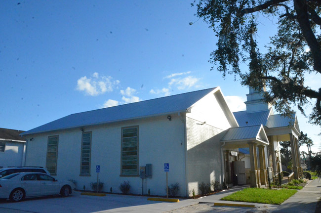 The new wing of the Flagler Playhouse, a 2,000-square foot, $500,000 expansion that gives the 34-year-old institution a roomier lobby and pre-show (or intermission) space, an atrium, and room for smaller shows. The Playhouse celebrated the official opening Wednesday. (© FlaglerLive)