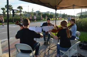 A quartet of the Flagler Youth Orchestra greeted the runners at their one-mile mark. Click on the image for larger view. (© FlaglerLive)