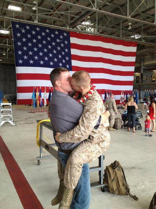 gay marines kissing homecoming picture hawaii
