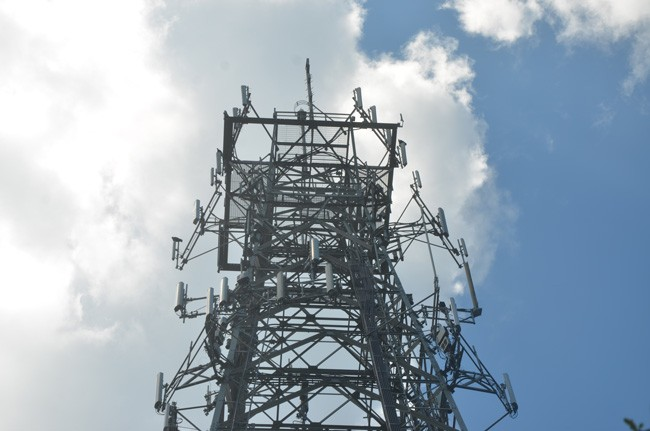The existing, much less imposing communications tower on John Anderson Highway. The county is behind a push for a 320-foot tower on John Anderson and in two other locations. (c FlaglerLive)