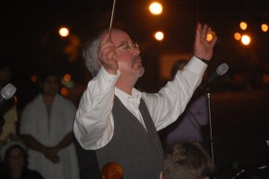Jonathan May in his last Christmas performance at Palm Coast's Town Center, December 2009. Click on the image for larger view. (© FlaglerLive)