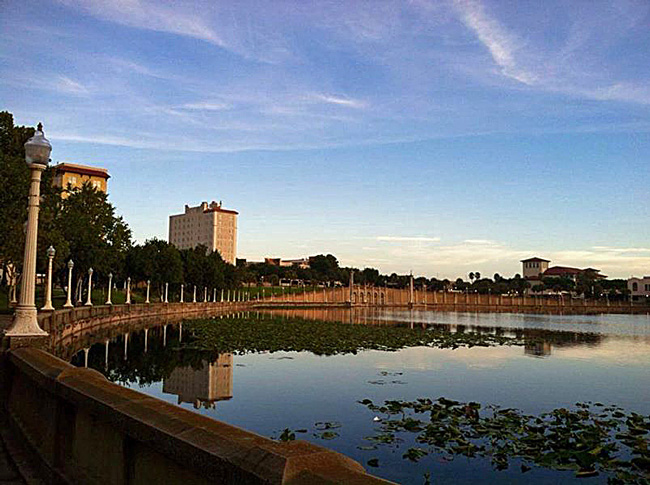 Lakeland's Lake Mirror: no flat fee to walk its perimeter.  (Casey Watson)
