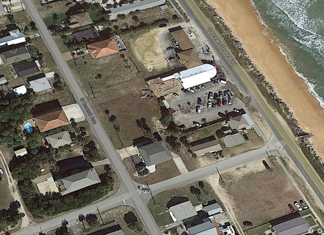 The lot at the heart of the controversy is the vacant space near the center of the image, along South Central Avenue, behind Oceanside Grill, which fronts on State Road A1A. Click on the image for larger view.