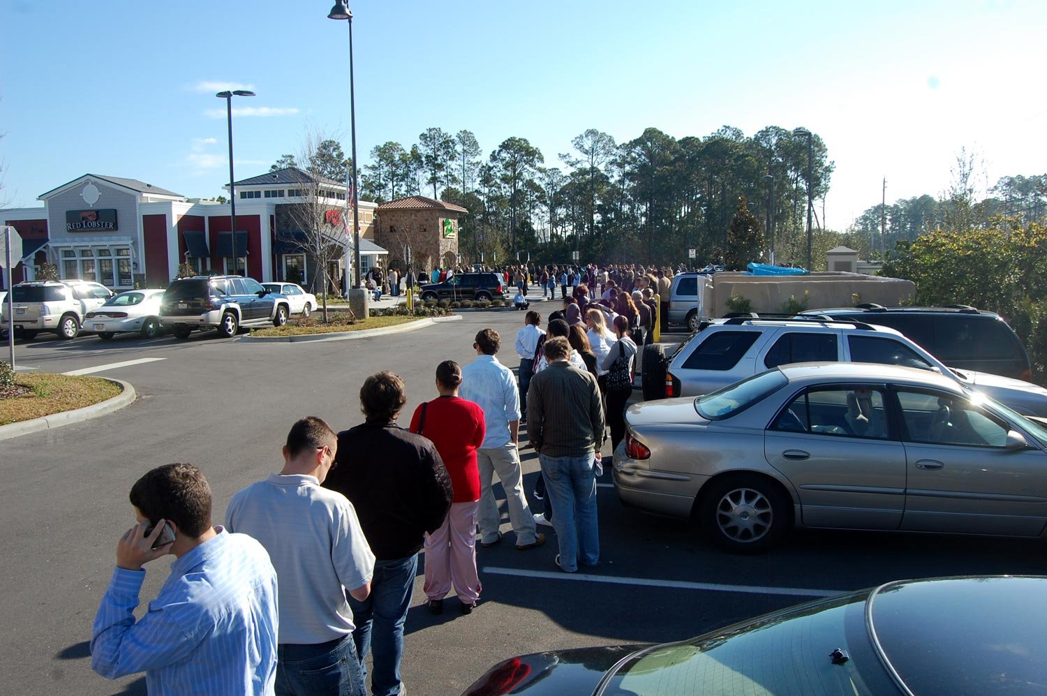 Unemployed Lines Throngs Turn Up For 220 Jobs At Red Lobster And Olive Garden Flaglerlive