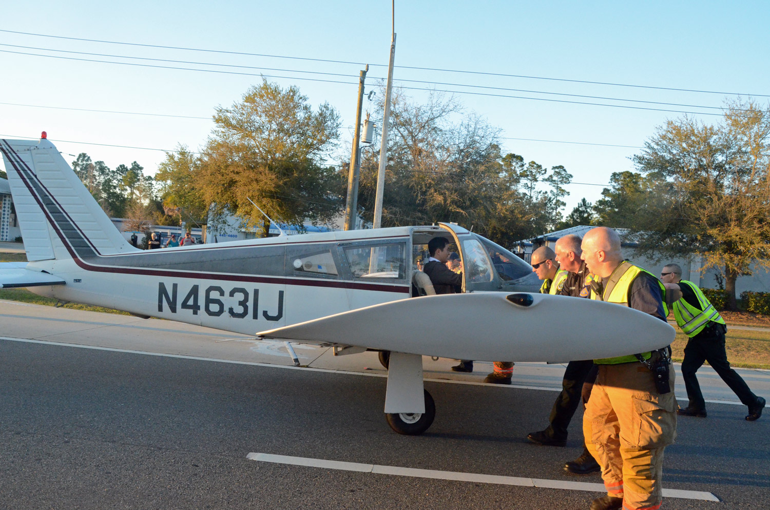 Single Engine Plane Carrying 2 Lands Safely On Palm Coast