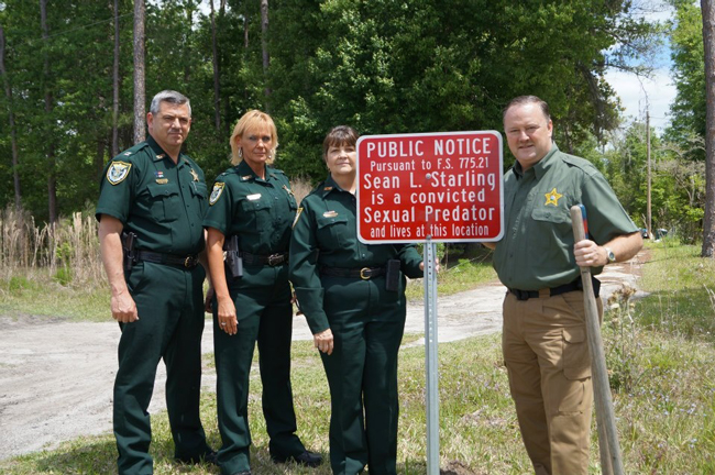 In certain Florida counties, local police are scarlet-lettering the properties of sex predators.