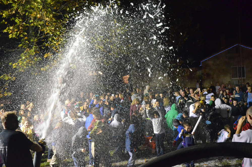 Snow at Bunnell's Christmas event in 2013, a snowfall the city is planning to replicate on Dec. 13. (© FlaglerLive)