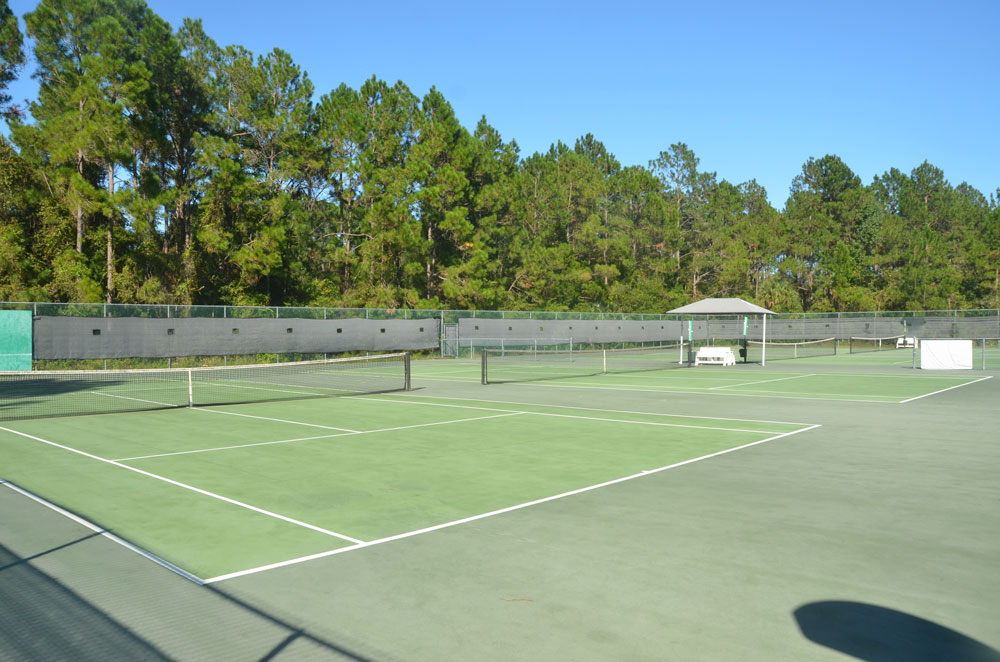 The club's generally unused tennis courts. (© FlaglerLive)