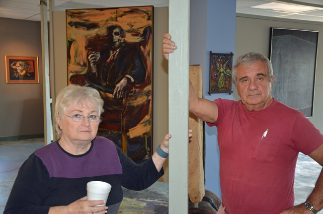 Tom Gardgiulo and Arlene Volpe two years ago at Hollingsworth Gallery, before a retrospective of Richard Schreiner's work. (© FlaglerLive)