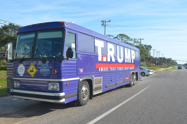 Trump l'oeuil: The T.Rump bus on State Road 100 in palm Coast this ...
