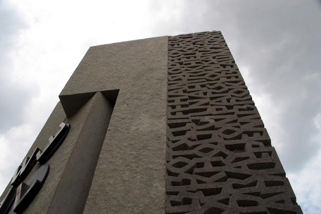 bletchely park codebreakers monument england