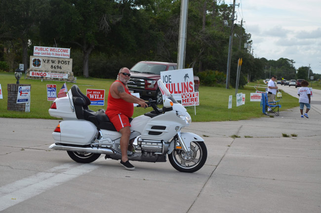 A voter pulling out of the VFW polling precinct late this afternoon on Old Kings Road in Palm Coast. (© FlaglerLive)